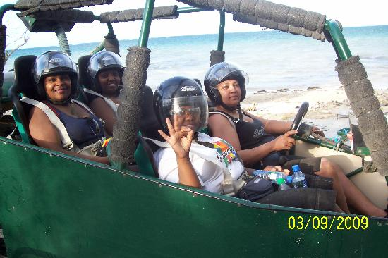 Beachview Apartments: us on buggy tour