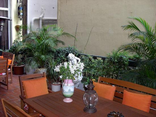 Hostal L' Antic Espai: shared terrace