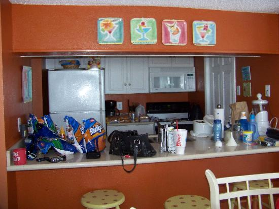 El Constante Beachfront Condominiums: Kitchen