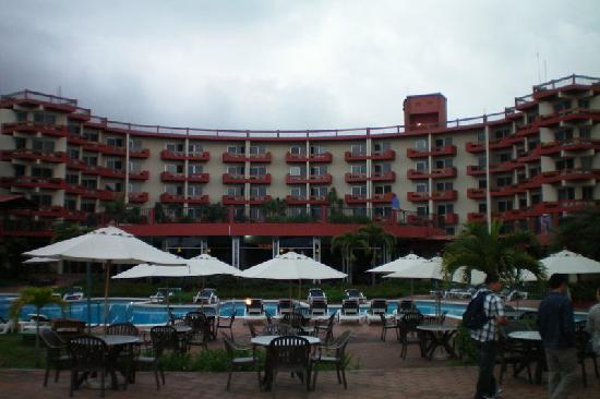 Porta Hotel Del Lago: Hotel from Lake