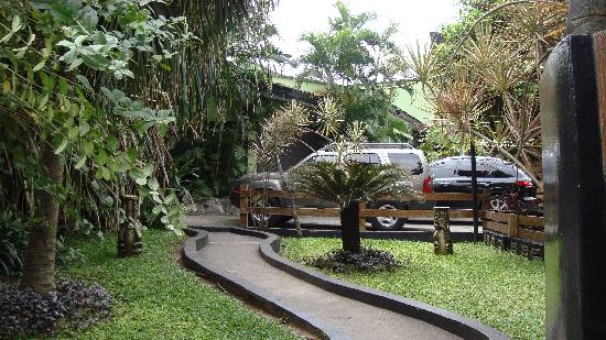 African Garden Lodge: Before You Go In