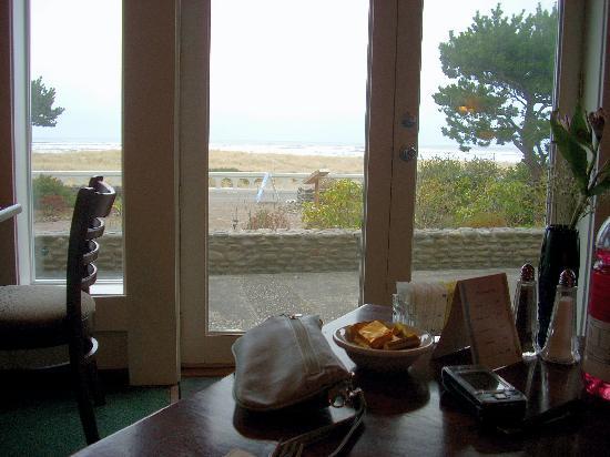 Seaside Oceanfront Inn: breakfast view