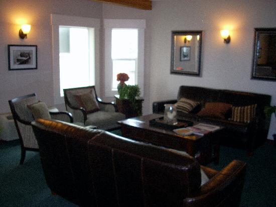 Seaside Oceanfront Inn: Lounge Area