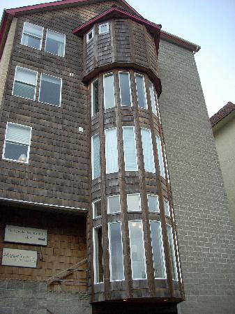 Seaside Oceanfront Inn: Back of Inn
