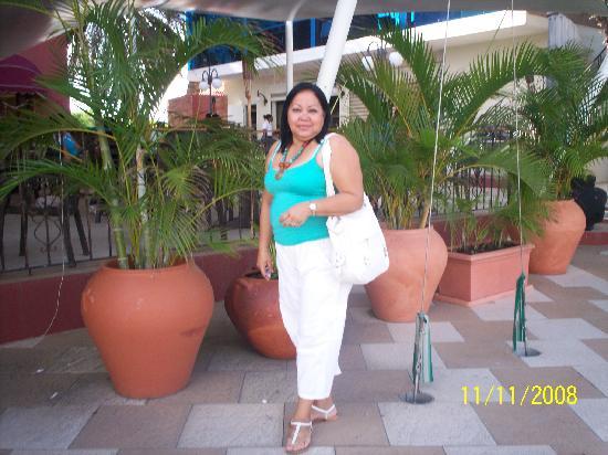 Clarion Hotel & Suites Curacao: Yo en el áreadel restaurant