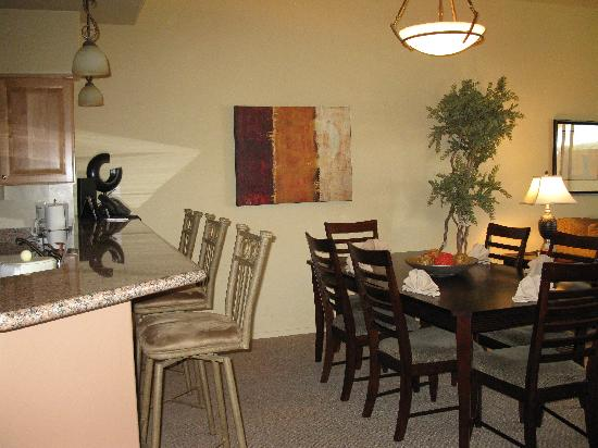Wyndham Green Valley Canoa Ranch Resort: The eating bar in a suite