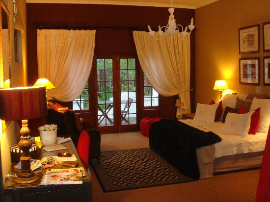 Lairds Lodge Country Estate: Beautiful room