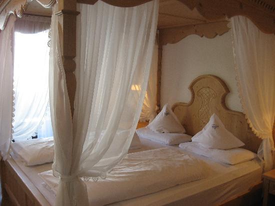 Hotel Alaska: room