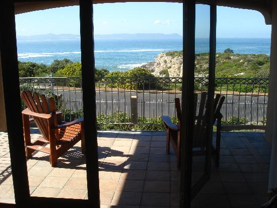 On the Cliff Guest House: Perfect for whale watching