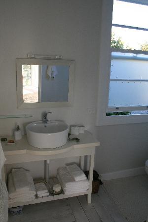 Broomfield Garden Cottages & Homestay : Bathroom