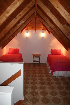 Driving Creek Villas: Upstairs bedroom