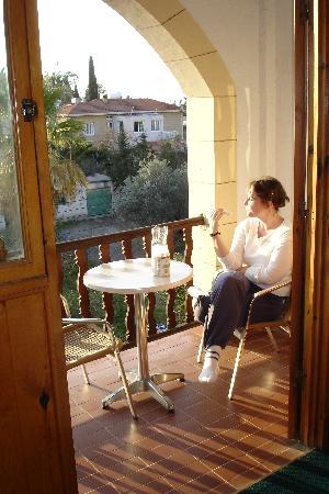 Averof Hotel : Balcon de la chambre