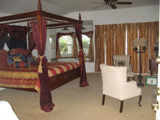 The Palms Cliff House Inn: Our Room