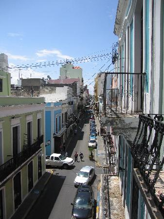 Fortaleza Guest House: View to Calle Fortaleza from the balcony