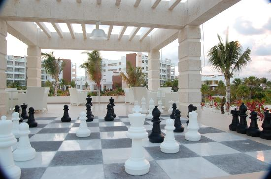 Beloved Playa Mujeres: Giant game of chess near the Smoothie Bar and Pool