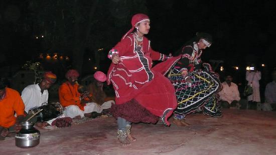 Chokhi Dhani Resort: Chokhi Dhani Village - traditional Rajasthani dance performance