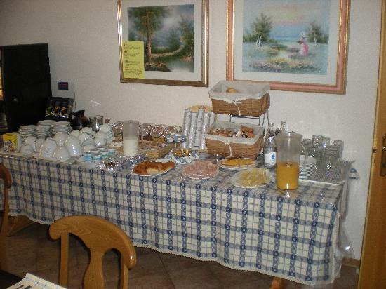 Hotel Vittoria : Breakfast every morning