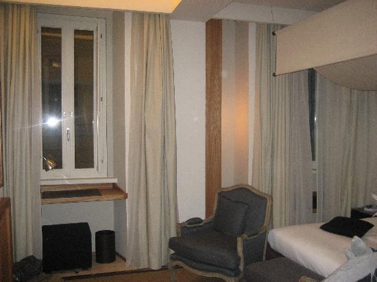 Mario de' Fiori 37: Room