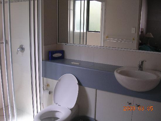 Getaway On Grafton: Bathroom 1
