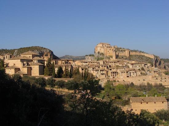 Bierge, Spania: Alquezar, poblacion cercana