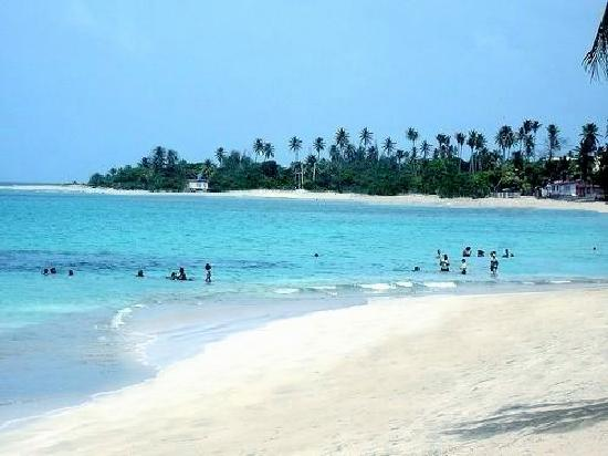 Beach in Mediania baja, Loiza