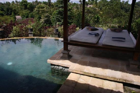 Santi Mandala : Gazebo next to the pool