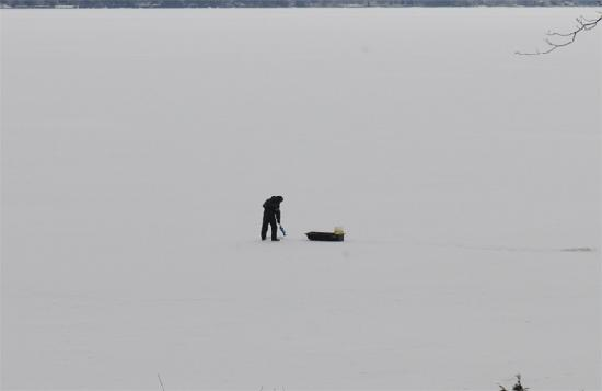 Swanton, Вермонт: Ice fishing on the lake (from our bedroom)