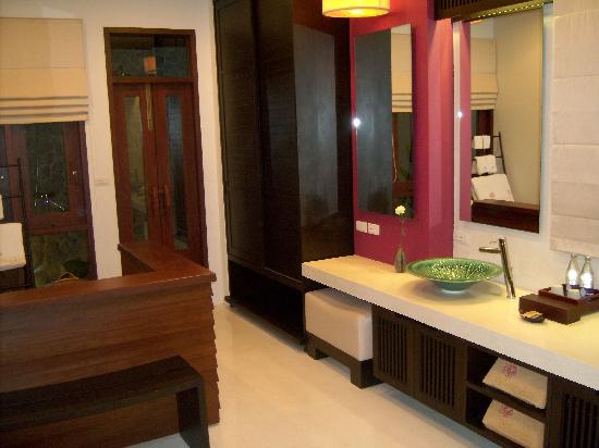 Bhundhari Spa Resort & Villas Samui: Bathroom