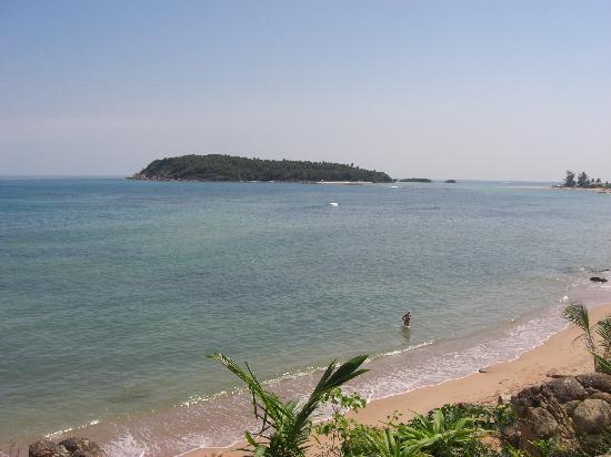 Bhundhari Spa Resort & Villas Samui: Beach