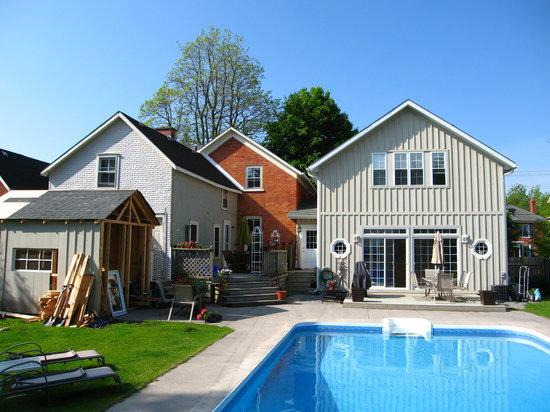 Traditions Guest House, Garten und Pool