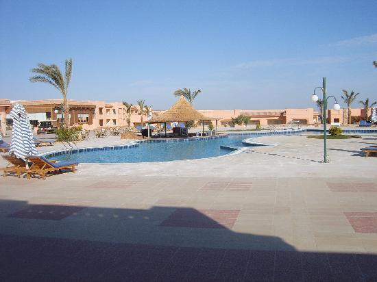 Paradise Beach Resort : Bar piscina