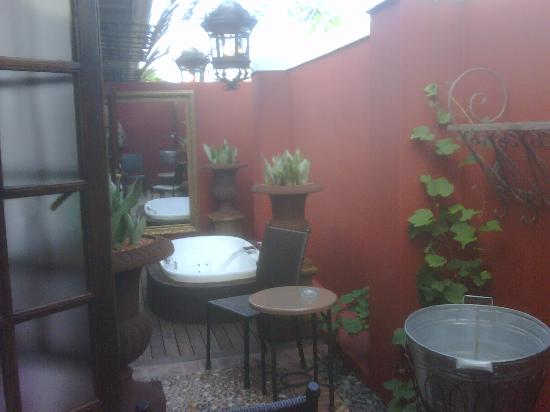 African Pride Audacia Manor Boutique Hotel: Outside bathroom