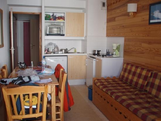 Residence l'Ecrin des Neiges: Living / dining room area