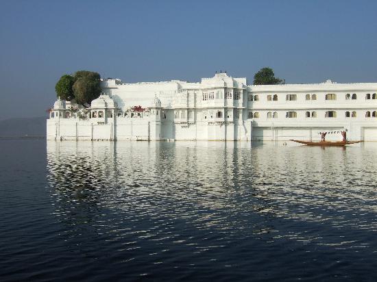 Taj Lake Palace Udaipur : What an approach