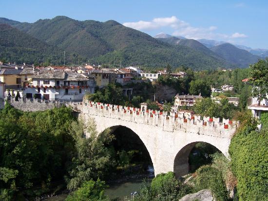 Dronero, Italia: Old bridge