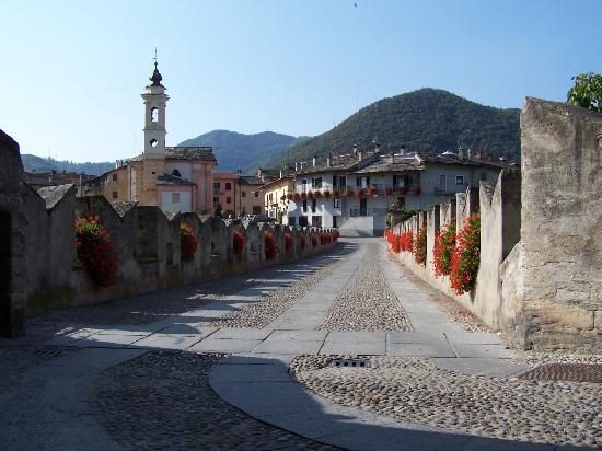 Dronero, Italia: Entrance old bridge
