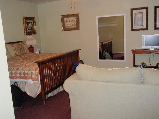 Kaleidoscope Inn: Our room (4-person suite)
