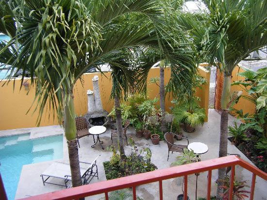 Casa de Amistad: Courtyard and pool