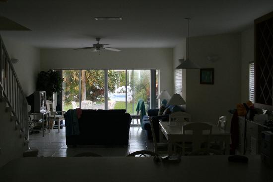 Coconut Bay Condo : living room