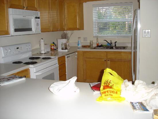 Coconut Bay Condo: kitchen