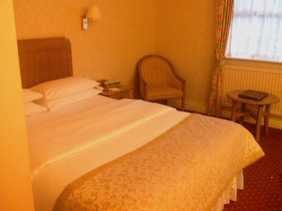 Best Western Reigate Manor Hotel: Bedroom