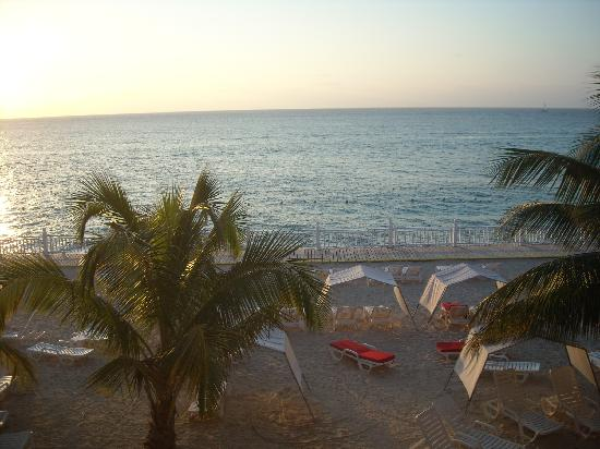 Royal Decameron Montego Beach : View from our room.