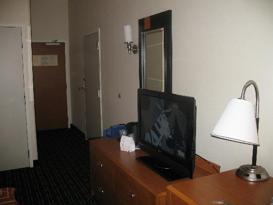 Fairfield Inn & Suites Memphis Olive Branch: Our son loved the flat panel TV
