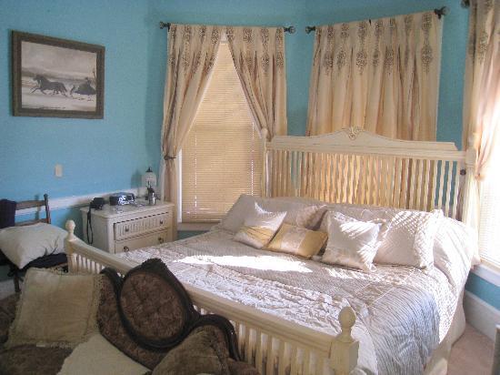Wildflowers Inn: Our Room