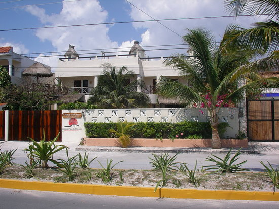 Cabanas Puerto Morelos: View from the street
