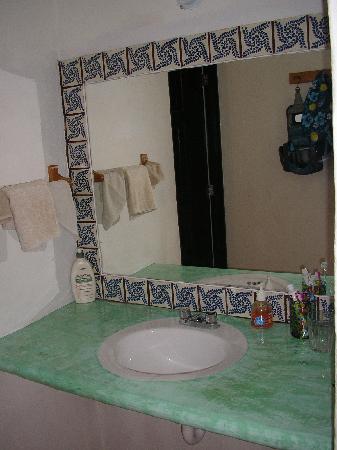 Cabanas Puerto Morelos: Bathroom sink
