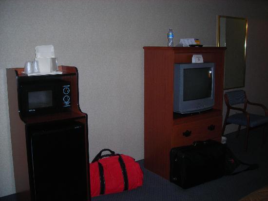 Comfort Inn: TV, Microwave, Refridgerator,