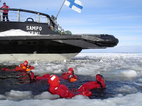 Kemi, Finland: Swimming with ice cubes