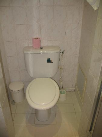 Neuf Hôtel Myrha : Salle de bain