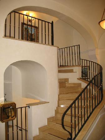Hotel Relais Patrizi: Inside Stairs